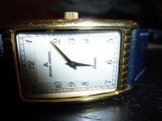 Jacques Lemans Herrenuhr Nr.  621 Schwarzes Kroko Leder Band Rechteckig Goldfarbe Bild