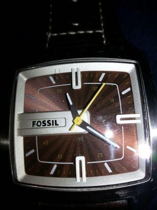 Fossil Herrenuhr,  Braun,  Edelstahlgehäuse,  Wasserdicht,  Ideales Weihnachtsgeschenk Bild