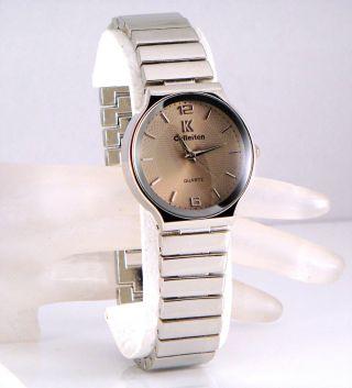 Armbanduhr Damen Herren Retro Design Taupe Gold Stil Silber Ungewöhnlich, Bild