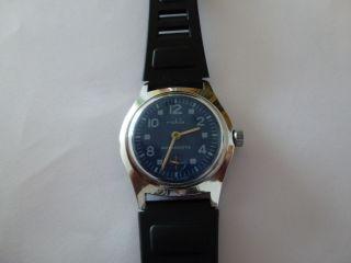 Hau Ruhla Kult Uhr Aus Der Ddr,  70er.  Kal.  Umf 24,  Kleine Sekunde,  Selten Bild