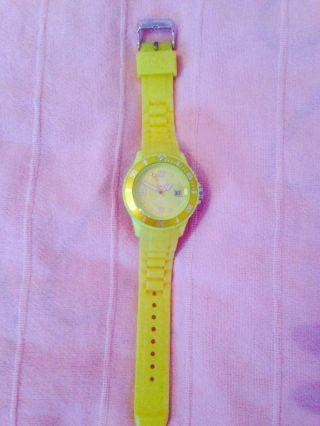 Ice Watch Uhr,  Ice Watch Gelb,  Ice Watch Uhr Gelb Klein,  Ice Watch Klein,  Uhr Bild