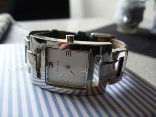 Sehr Schöne Hübsche Uhr Der Marke Tommy Hilfiger Bild