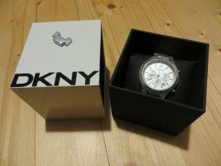 Dkny Armbanduhr,  Silbern,  Breites Armband,  Stellkrone Fehlt,  Modell Ny8262 Bild