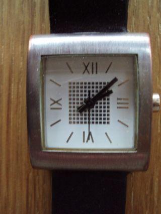 Damen Armbanduhr In Einem Einwandfreiem Bild