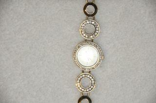 Damen Armbanduhr Von Guess Goldfarben Mit Glitzersteinen Bild