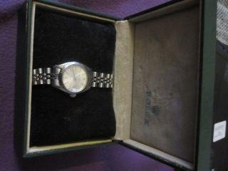 Damenluxusuhr Rolex Modell Oyster Perpetual Date Weissgoldlynette, Bild