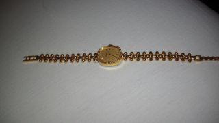 Damenuhr 19cm - Grössenverstellbar - Stainless Steel Back 2111 - Swiss Made - Goldfarben Bild