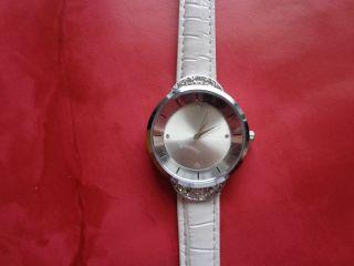 Damen Armbanduhr In Weiß,  Sehr Edel Bild