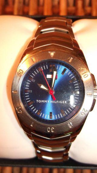 Orig.  Tommy Hilfiger Hübsche Damen Uhr,  Stahl,  Blauers Ziffernblatt In Ovp Bild