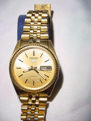 Goldene Seiko 5 Herrenarmbanduhr,  Automatik,  Datum Bild