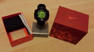 Nike Sportuhr Unisex Damen Herren Kinder Uhr Schwarz Digital Verpackt Bild