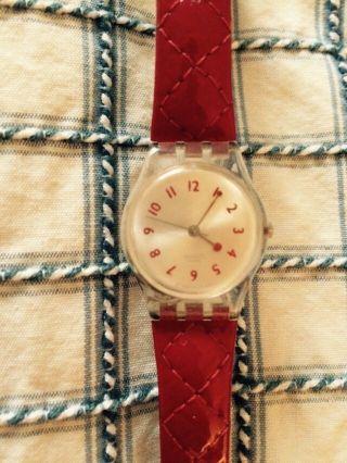 Swatch Schöne Klassische Zierliche Uhr 2,  5 Cm Rotes Stepparmband Lackleder Top Bild