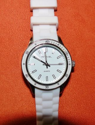 Weiße Armbanduhr,  Silikonband,  Analog,  Mit Batterie,  (beleg 6/2014) Bild