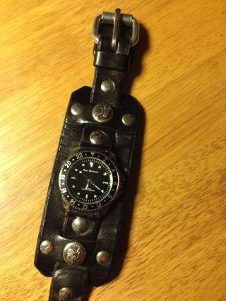 Red Monkey Uhr Mit Breitem Lederarmband Bild