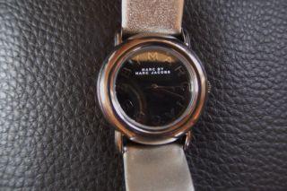 Marc Jacobs Mbm1220 Damen Armbanduhr Uhr Leder Metallic Glanz Lp179€ Bild