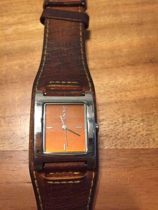 Damen Leder Armbanduhr Von Dkny Bild