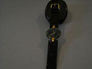 Damen Uhr Von Jowissa,  Lacklederarmband,  Schwarz/goldfarben,  Neuwertig,  Facett Bild