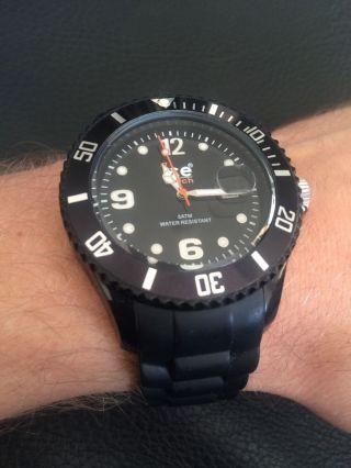Ice Watch.  Design In Schwarz Bild