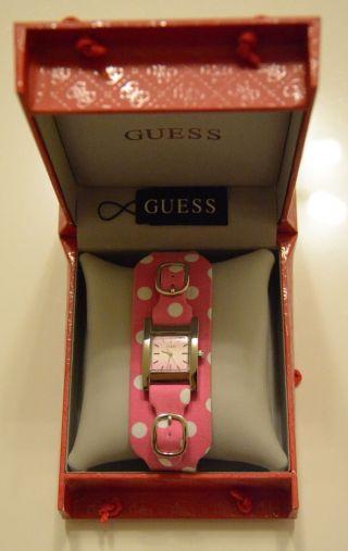 Guess Uhr In Pink Mit Weißen Punkten Bild