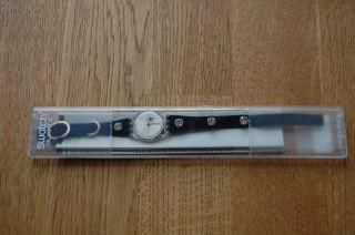 Swatch Damenuhr Uhr Blaues Armband Mit Zirkonia In Ovp Ohne Batterie Bild
