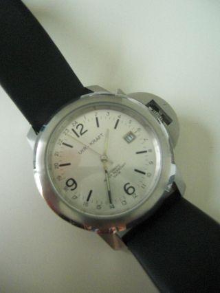 Uhrkraft Automatik Miyotawerk Glasboden Schwarzes Lederband Weißes Ziffernblatt Bild