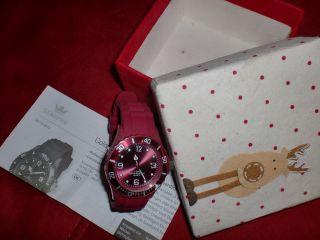 Weihnachtsgeschenk - Hübsche Rote Armbanduhr In Toller Box Bild