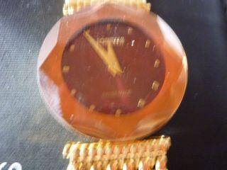 Armbanduhr Von Jowissa Mit Edelstahlarmband Goldfarben Bild