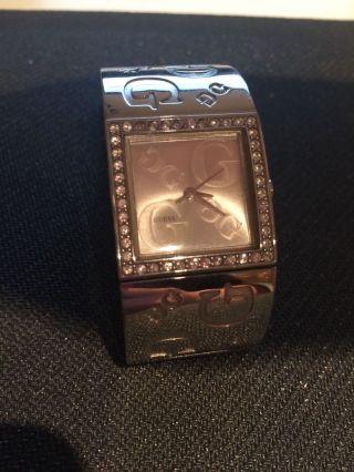 Silberne Guess Uhr Mit Strassteinen Bild