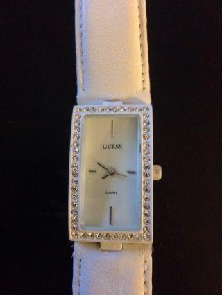Dame Uhr Von Guess Leaders Weiß Armband Bild