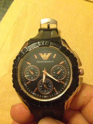 Schwarz Gold Uhr Armani Bild