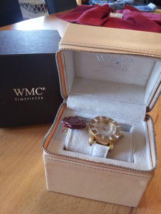 Schicke Weiße Uhr Mit Lederband Von Wmc Bild