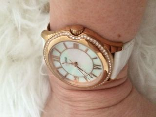 Rosegold Guess Uhr Bild