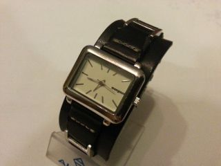 Manguun Damenuhr,  Uhr,  Edelstahl - Leder,  Lederband Schwarz Bild