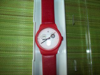 Vw Käfer Uhr - Sammlerstück Von Mondaine (swiss Made) Rot Leder Und Bild