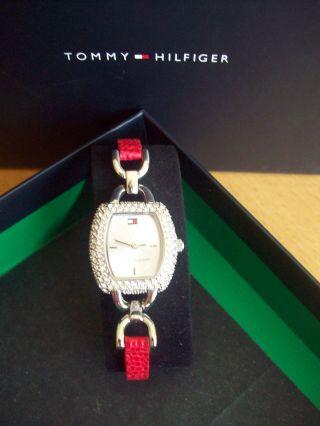 Tommy Hilfiger Uhr Swarovski Steinchen,  Rotes Lederkrokoarmb. Bild