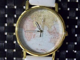Mode Damenuhr Weltkarte Uhr Map Lederuhr Armbanduhren Quarz Weiss Bild