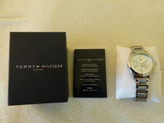 Tommy Hilfiger Damen Armbanduhr Silber 1 Jahr Alt Bild