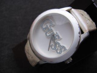 Guess Damen Quarz Uhr/ Weiß,  Aber Immer Noch Chic Bild