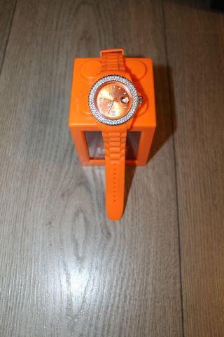 Ice Watch.  Armbanduhr.  Mit Steinchen Besetzt.  Orange.  Gummiband.  Top Bild