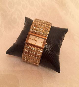 Dkny Donna Karan Damenuhr Gold Strass Armbanduhr Bild