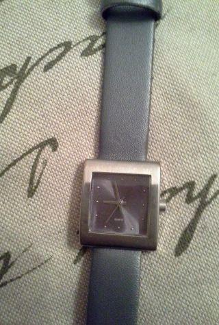 Armbanduhr Damen Grau,  Mit Neuer Batterie Bild