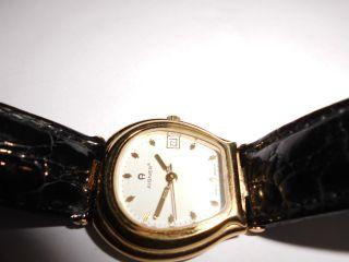 Etienne Aigner - Damen - Armbanduhr In Goldgelb Bild
