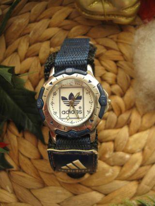 Adidas Damen Armbanduhr Mit Neuer Batterie In Blau Mit Klettverschluss Armband Bild