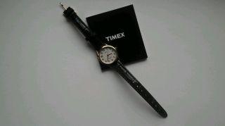 Schöne Damen Uhr Von Timex,  Top Mit Leuchtfunktion Bild