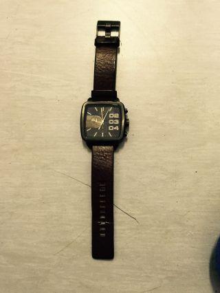 Lederarmband Uhr Für Herren Von Diesel Mit Quadratischem Ziffernblatt Bild