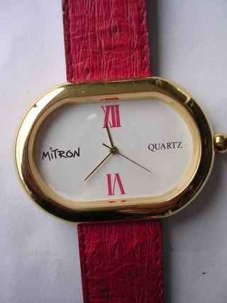 Starker Auftritt Uhr Mit Rotem Band Für Damen Mitron Dau Bild