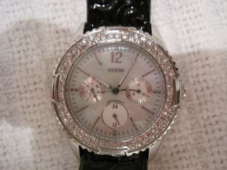 Guess Armbanduhr Lackleder Strasssteinchen Bild
