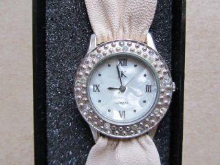 Uhr - Armbanduhr - Armband - Lk - Modeschmuck - Bild