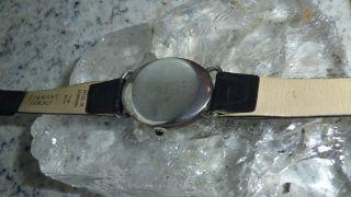 Damenarmbanduhr Silber Ovale Form Schwarzes Lederband Handaufzugswerk 17 Steine Bild