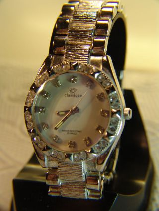 Prächtige Classique Ø 3,  6 Cm Schmuckuhr Ultra Silber - Look Ungetragen Top Bild